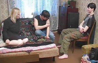 勃起コックと手が知られている穴を貫通する成熟した女性 女性 動画 エッチ