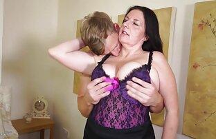 Mamkaはお尻のライザーを取ることに決め、口の中で数回取った 無料 女の子 エッチ