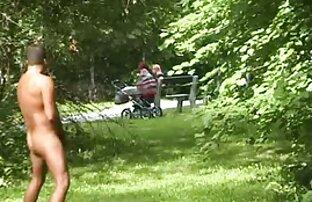 若い角質の女の子とヘルプストラップに従事レズビアン性のベッド 女の子 の エロ ビデオ