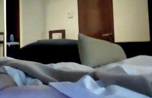 ロシアの乳首は大きなお尻の短いパンツで取り除かれ、その時点で友人に与えられました loveh 動画