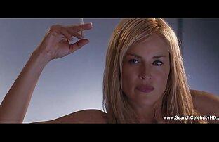 Ermöglichteは若い人たちが彼女の胸に入ることを可能にしました! 動画 セックス 女性