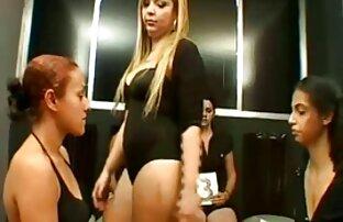 男fucks二人の女性に会ったポルノの鋳造 h 動画 女性