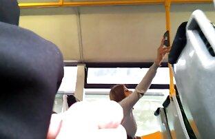 赤いストッキングの女性は女の子の手でポイントを取る 女の子 の エロ ビデオ