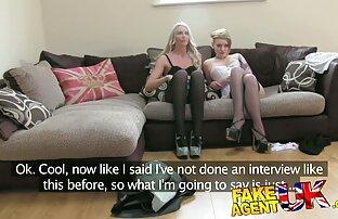 ダウンしたパンストを持つ女性は、猫と運指でバイブレータを示しています 女の子 専用 無料 エロ 動画