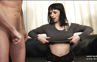 の金髪に刺青を入れる人の側に男女のパートナー、吸彼のコック セックス 女性 動画