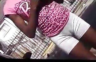 男は若い女のお尻を舐め、彼女の立ちをファックする 可愛い 子 の エッチ 動画