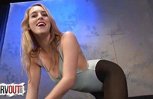 若いひよこは素敵なレオタードを示しています巨乳 動画 女性 セックス