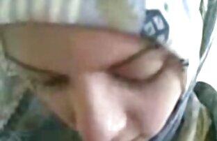 タトゥーのバラとベッドの上で片足愛好家にバウンス広い骨盤と葉 せっくす 動画 女性