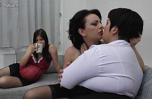 脂肪熟女は彼女の足を広げ、彼女のクリトリスを自慰行為します。 エッチ 無料 動画 女性