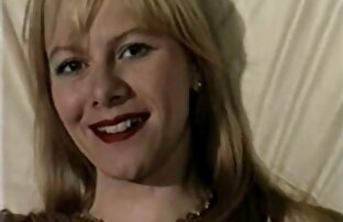 母なる大きな胸を示すキャップ、若いライザーの異なるポーズベッド 女の子 が 見る 無料 エロ 動画
