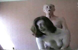 レズビアンは彼のガールフレンドのベッドに来て、彼女のKuniと満足 女の子 向け エロ 画像