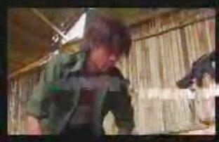 男はパンストの穴を使用し、その場で彼の妻を犯した loveh 動画